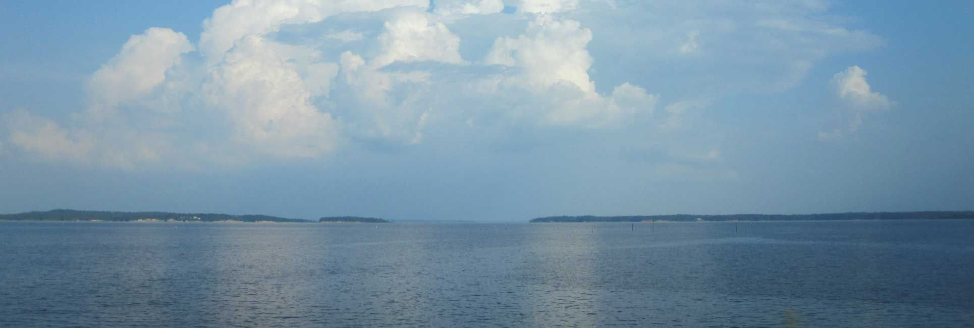 A view of the horizon line on Toledo Bend Louisiana on the left and Texas on the right