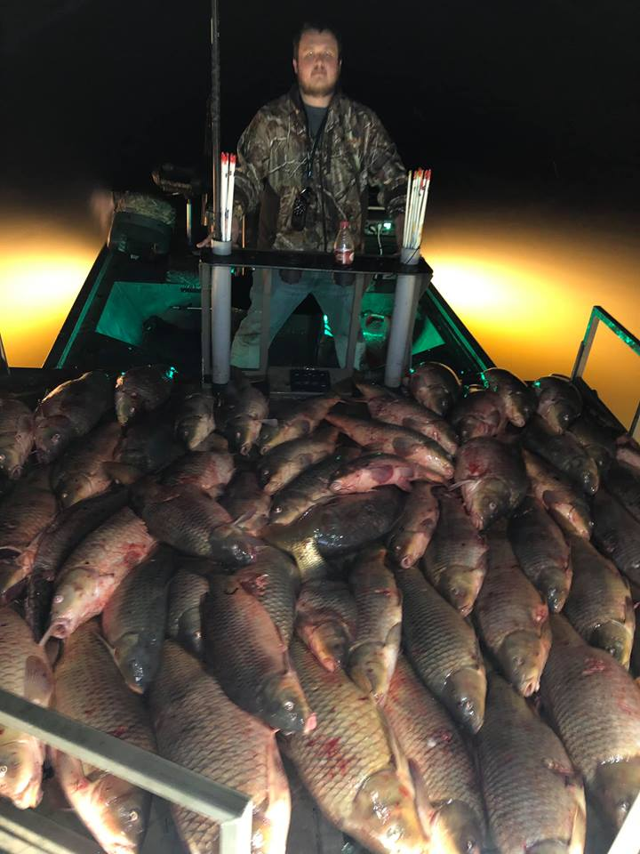 nighttime-bowfishing-15570771161305431871
