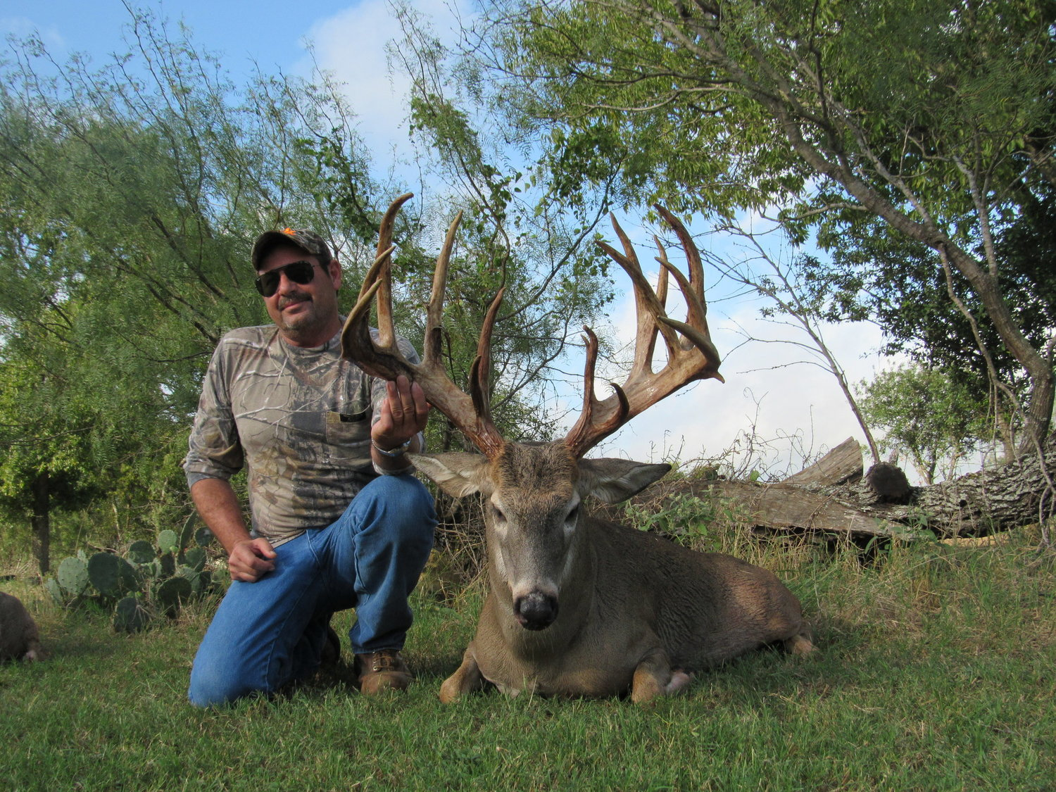 trophy-whitetail-deer-hunt--15615200521894463407